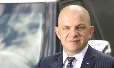 """سمير شرفان يفوز بجائزة """"رجل العام – قطاع السيّارات"""" من مجلة أموال"""