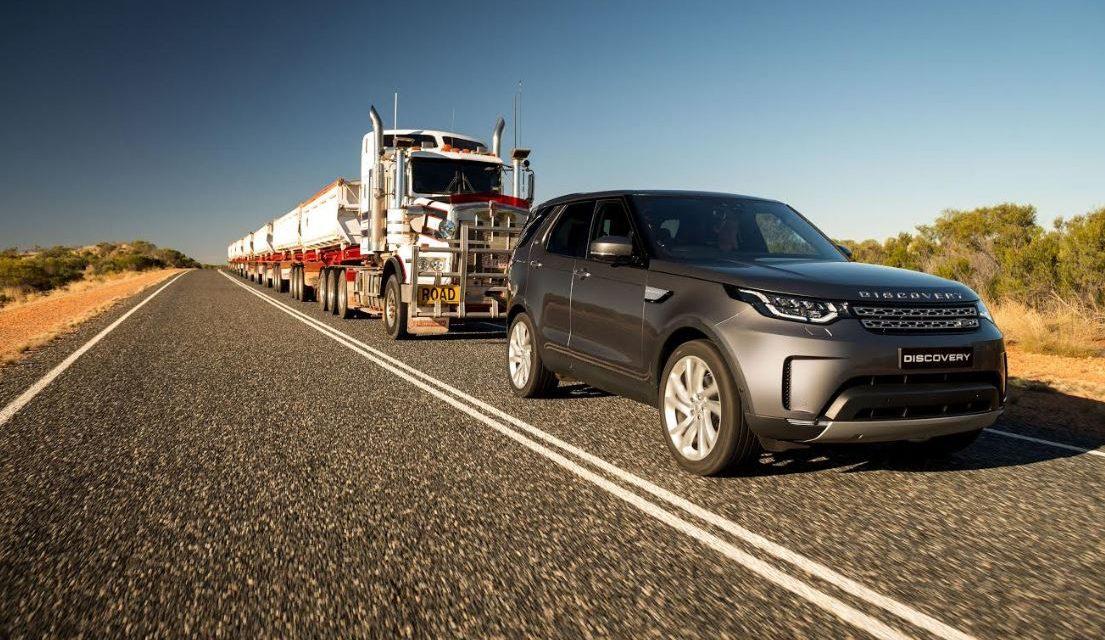 """""""لاند روڤر ديسكڤري"""" تجرّ قطار شاحنات بوزن 110 أطنان في إحدى المناطق الأسترالية النائية"""