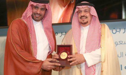"""أمير الرياض يكرم الاتصالات السعودية لدعمها """"منتدى تحالف عاصفة الفكر"""""""