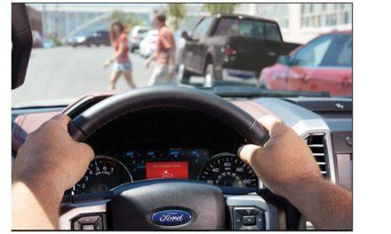 تقنية مساعد ما قبل الاصطدام من فورد تساعد السائقين في القيادة بأمان على الطرق المزدحمة
