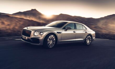 Bentley Flying Spur الجديدة كلّياً تتألّق عبر ألواح خشبية ثلاثية الأبعاد هي الأولى من نوعها في العالم