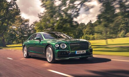 Flying Spur بالتفصيل: انعكاس قِيَم Bentley التفصيلية عبر الشاشة