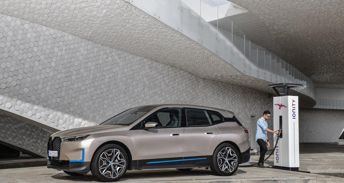 طراز BMW iX الأول على الإطلاق