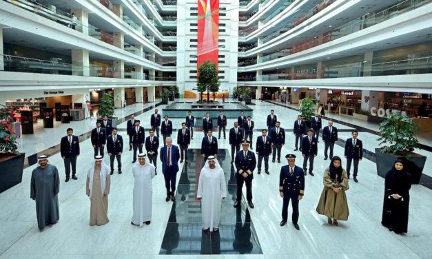 أكاديمية الإمارات لتدريب الطيارين تحتفل بتخريج أول فوج من طلبتها
