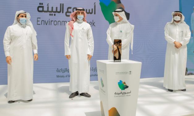 وزير البيئة والمياه والزراعة يكرم المراعي