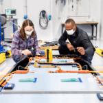 """فورد تسرع وتيرة أبحاث وتطوير البطاريات بتعيين فريق متخصص وتأسيس مركز التميز العالمي الجديد """"فورد أيون بارك"""""""