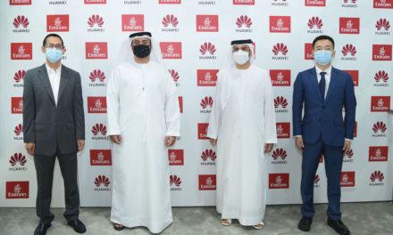 """طيران الإمارات توقع اتفاقية استراتيجية مع هواوي في """"سوق السفر"""""""