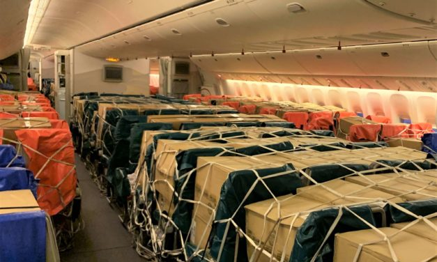 الإمارات للشحن الجوي تكمل عاماً على بدء تحميل الشحنات الطارئة على المقاعد وفي الخزائن العلوية
