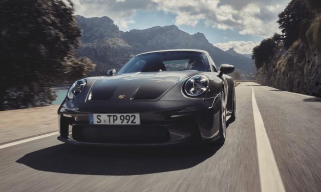 الأداء الفائق يجتمع مع البساطة في التصميم: بورشه 911 GT3 الجديدة مع مجموعة تورينج