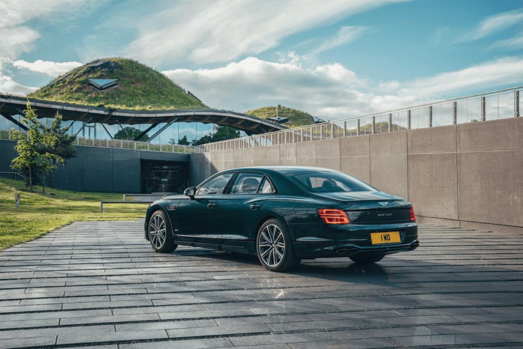 ------ 3 - Bentley F lying Spur Hybrid