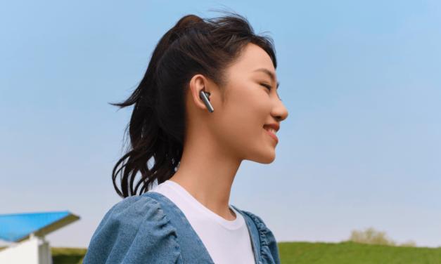 HUAWEI  تُطلق سماعات الأذن اللاسلكية  HUAWEI FreeBuds 4iباللون الفضي الجليدي